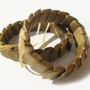 Bracelet en bois, région de l'Oural (AA7-bra117)