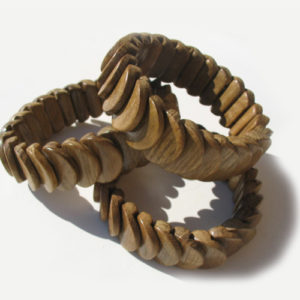 Bracelet en bois, région de l'Oural (AA7-bra119)