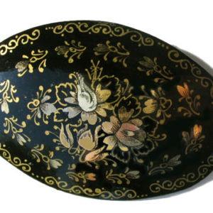Broche russe en bois incrustée de nacre – 111