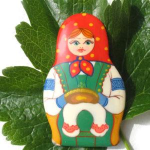 Bm16 – Broche russe folklorique 'Matriochka'