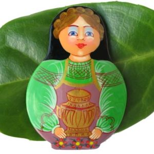 Bm17 – Broche russe folklorique 'Matriochka au samovar'