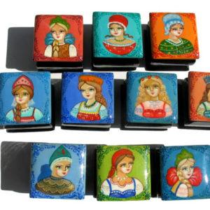 9130 – Collection de boîtes laquées – 10 portrait Beauté russe