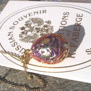Fb15 – Pendentif Oeuf Fabergé Rouge-Violet – Or 'Aigle impérial