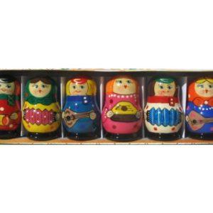 fig910 – 6 matriochkas en bois 'Musiciens russes'