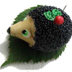 Magnet 'Le Hérisson russe avec la petite fraise' 6,5 cm