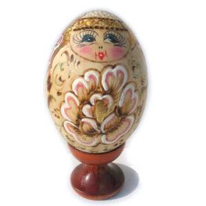 Oeuf en bois décoré 'Poupée russe' 7,5 cm (FE-OE507)