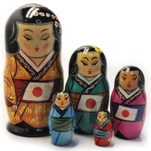 Matriochka Japonais en kimono (ZNMP00503)