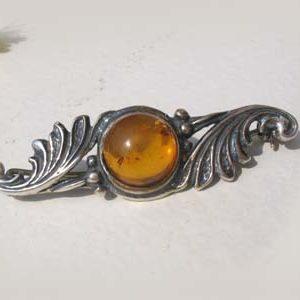 ambr74 – Broche en ambre flamboyant balte 'Bouquet russe'