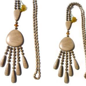 Collier en bois + pierre d'ambre 'amulette' – Oural (AA2-bcba14)