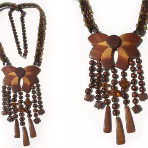 Collier en bois + pierre d'ambre 'amulette' – Oural (AA2-bcba18)
