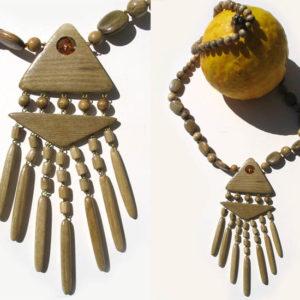 Collier en bois + pierre d'ambre 'amulette' – Oural (AA4-bcba23)