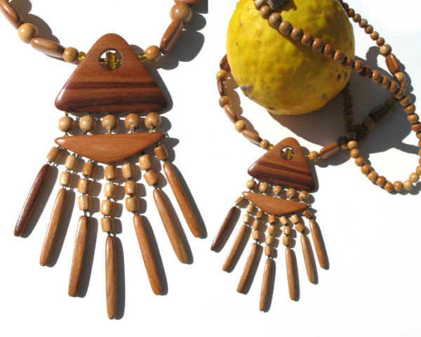 Collier en bois + pierre d'ambre 'amulette' – Oural (AA4-bcba24)
