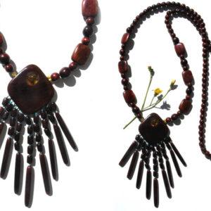 Collier en bois + pierre d'ambre 'amulette' – Oural (AA4-bcba27)
