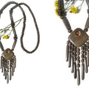 Collier en bois + pierre d'ambre 'amulette' – Oural (AA6-bcba30)