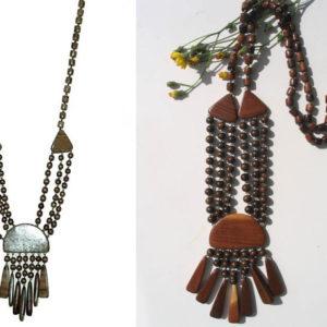 Collier traditionnel en bois 'amulette' (AA6-bcba33)