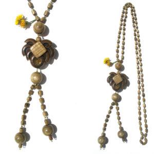 Collier en bois + pierre d'ambre 'amulette' – Oural (AA6-bcba36)