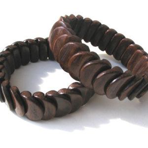 Bracelet en bois, région de l'Oural (AA7-bra114)