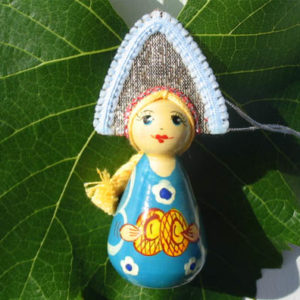 m015b – Figurine poupée russe – pour le sapin de Noël (Lapti)