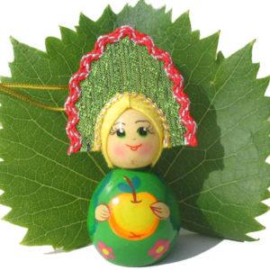 m019 – Figurine poupée russe – pour le sapin de Noël (Pomme)