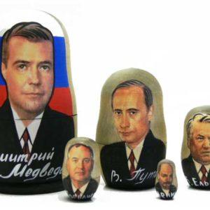 ma499-2 – Petite Poupée 'Présidents russes Medvedev-Poutine'