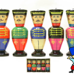 fig84 – 5 figurines en bois: Les hussards russes