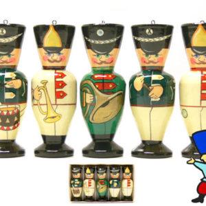 fig81 – 5 figurines en bois: Les militaires russes musiciens