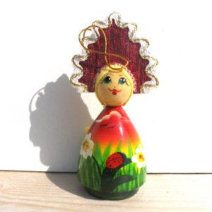 n018 – Figurine Femme russe à la coccinelle – le sapin de Noel