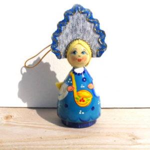 n019a – Figurine jeune femme russe – pour le sapin de Noël