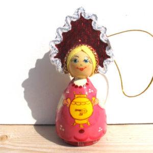 n021 – Figurine Femme russe au Samovar – pour le sapin de Noël